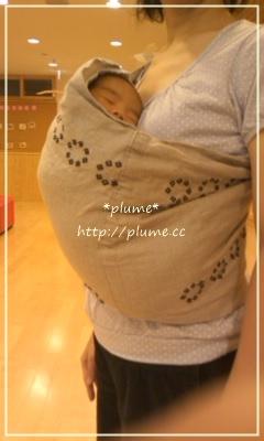 スリングは赤ちゃんを纏う抱っこひもです