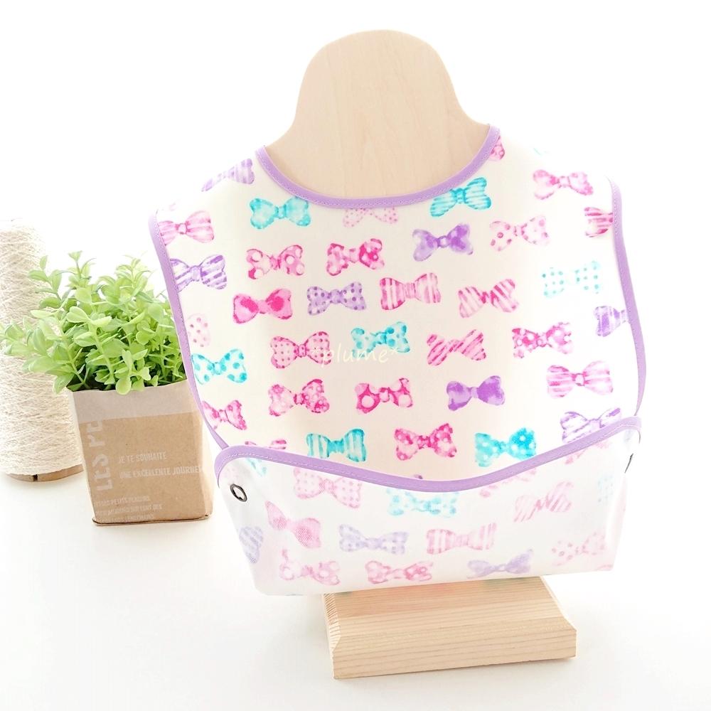 お食事エプロン・離乳食に便利な赤ちゃん用品 リボン柄 パープル系